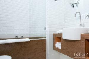 Vannasistabas virsma un vannas apdare