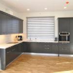 Virtuves virsma ar paneli