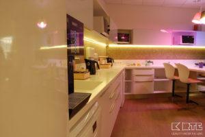 Virtuves virsma biroja telpās