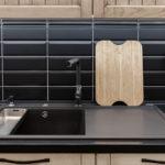 Virtuves virsma ar ūdenslīsti