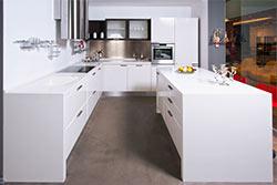 Mākslīgais akmens virtuves virsmai ar izlietni
