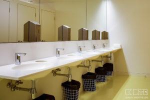 Vannas istabas virsma ar izlietnēm
