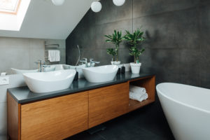 Vannas istabas virsma no mākslīgā akmens